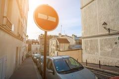 france paris Gator av Montmartre i solig höstafton in Arkivfoton