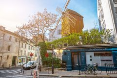 france paris Moulin de la Galette Ruas de Montmartre na SU fotos de stock royalty free
