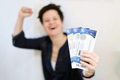 france paris 05 16 2016 Nära sikt av en enkel biljett för den UEFA-EUROmästerskapet 2016 med en fokus på biljetten och en suddigh Royaltyfri Fotografi