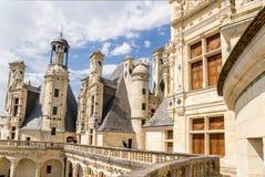 france Terrazzo e camini decorati alla cima del castello de Chambord, 1519 - 1547 anni Immagini Stock Libere da Diritti