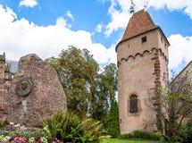 Frances, Alsace, une tour de Moyen Âge dans Obernai Images libres de droits