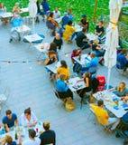 Frances d'antenne de restaurant de rue de personnes photographie stock