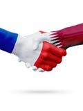 Frances de drapeaux, pays du Qatar, concept de poignée de main d'amitié d'association Photographie stock libre de droits