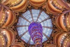 Frances de Paris, novembre 2014 : Vacances dans les Frances - Lafayette Galeries pendant le Noël d'hiver Images libres de droits