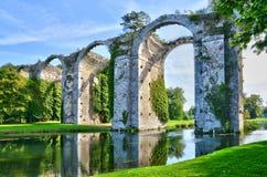 Frances, l'aqueduc pittoresque de Maintenon Photographie stock libre de droits