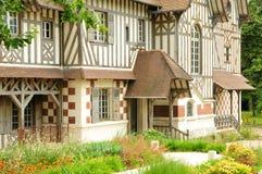 Frances, maison de Les Buissons dans la ville de Vernouillet Photographie stock libre de droits
