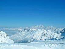 Francese Alpes dell'intervallo di montagna dello Snowy Fotografia Stock