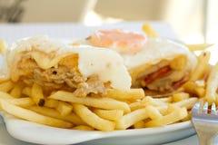 Francesinha portugués típico del plato Imagen de archivo libre de regalías