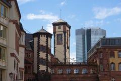 Francfort, Alemania - 15 de junio de 2016: Ratskeller - como arquitectura típica en ciudad vieja Foto de archivo