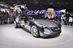 FRANCFORT - DE SEPT. EL 14: Concepto de Opel Monza presentado como premi del mundo Imagen de archivo libre de regalías