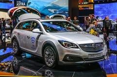 FRANCFORT - SEPT. DE 2015: Insignias de Opel presentadas en IAA Internatio Fotografía de archivo