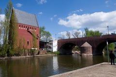 Francfort sur Main - vieux pont AM Maininsel (auberge de trois taureaux)) Photographie stock libre de droits