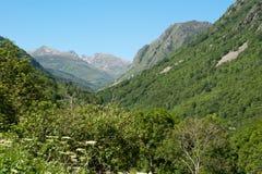 Franch Pyrenees sikt till Andorra royaltyfri foto