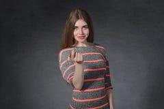 Franchise, concept d'amitié La femme attire le doigt a photos stock