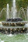 Francia, arboleda de tres fuentes en parque del palacio de Versalles imagenes de archivo
