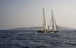 Francia, Córcega, barco de navegación, ketch Foto de archivo libre de regalías