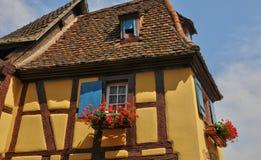 Francia, casa vieja pintoresca en Eguisheim en Alsacia Fotos de archivo libres de regalías