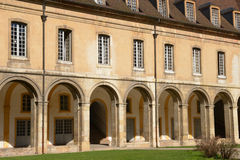 Francia, ciudad pintoresca de Cluny en Saone y el Loira Fotografía de archivo
