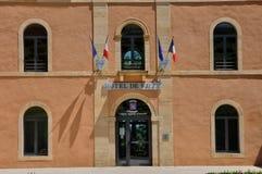 Francia, el pueblo pintoresco de Hautefort Foto de archivo
