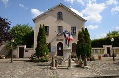 Francia, el pueblo pintoresco de Les Alluets le roi Fotos de archivo