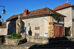 Francia, el pueblo pintoresco de Montgeroutl Imagenes de archivo