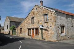 Francia, el pueblo pintoresco del pueblo de Joli del dit de Wy Foto de archivo
