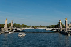francia El puente a través del río en París fotos de archivo libres de regalías