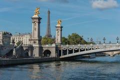 francia El puente a través del río en París imagen de archivo libre de regalías