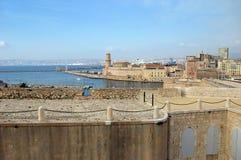 Francia meridional: señales en Marsella, puerto viejo fotos de archivo libres de regalías
