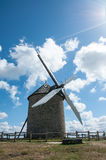 Francia, molino de viento imágenes de archivo libres de regalías