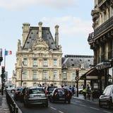 Francia, París - 17 de junio de 2011: Gente que camina adentro Fotografía de archivo libre de regalías