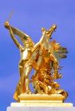 Francia, París: Estatuas del puente de Alexander III Imagen de archivo
