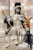 Francia, París: Estatuas del puente de Alexander III Fotografía de archivo