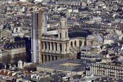 Francia, París; opinión de la ciudad del cielo con la iglesia Imagenes de archivo