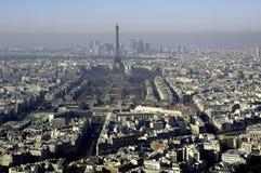 Francia, París; opinión de la ciudad del cielo con la torre Eiffel Foto de archivo libre de regalías