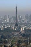 Francia, París; opinión de la ciudad del cielo con la torre Eiffel Fotos de archivo