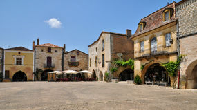 Francia, pueblo de Monpazier en Perigord Imagen de archivo libre de regalías