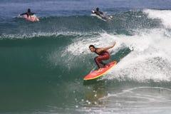 Francia que practica surf foto de archivo