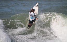 Francisca Santos en vague déferlante pro 2010 de Nazare Photo stock