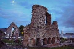 Franciscan abbotskloster och kyrkogård Donegal stad Ståndsmässiga Donegal ireland arkivfoton