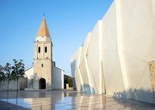 Franciscan kloster i den Krk staden. Krk ö, Kroatien. royaltyfria bilder