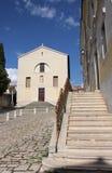 Franciscan kloster på solig dag i Rovinj i Kroatien arkivfoto