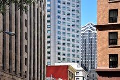 Francisco-Architekturkontraste Lizenzfreies Stockfoto