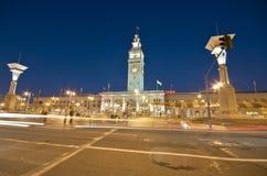 Francisco-Fähre-Gebäude nachts Lizenzfreie Stockbilder