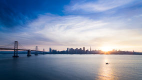 Francisco-Skyline am Sonnenuntergang Lizenzfreie Stockfotografie