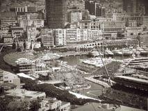 Francja Monte, Carlo panoramiczny widok nad formuła jeden śladem czarny i biały - obrazy royalty free