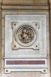 Francja, Paris, Sierpień 9, 2017: Najazd, reprezentuje Francuskiego Victor Hugo autor ścianie Comedie Francaise teatr na zdjęcie stock