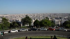 FRANCJA, PARYŻ: Turyści chodzi na Montmartre, horyzontalna niecka zdjęcie wideo