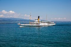 Franco Swiss Steam Boat iconique sur le lac Leman sur Sunny Summer D images libres de droits