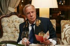 Franco Zeffirelli à un restaurant de Moscou Image libre de droits